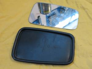 Side mirror: rubber frame and mirror disassembled